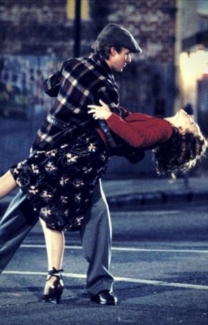3-manfaat-film-romantis-buat-jomblo