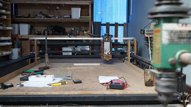 Suasana meja workshop yang sederhana tapi hasilkan desain kelas dunia (Opini.id/Indra Yuriko)