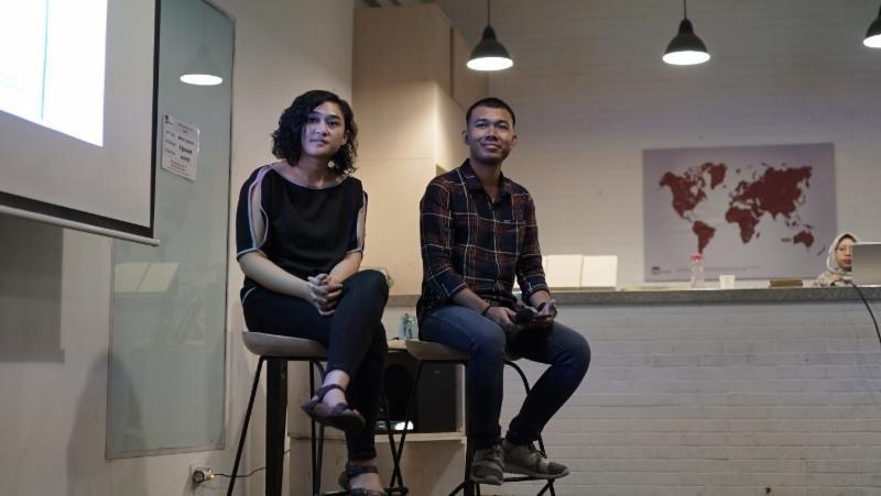 Deasy dan Nezatullah Pengisi Diskusi Trash Talk!
