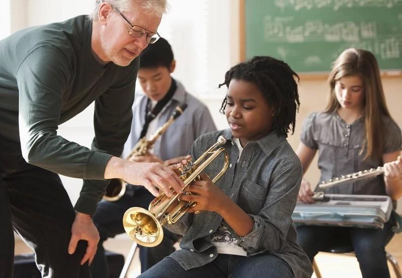 5 Alasan Pentingnya Belajar Alat Musik Sejak Dini