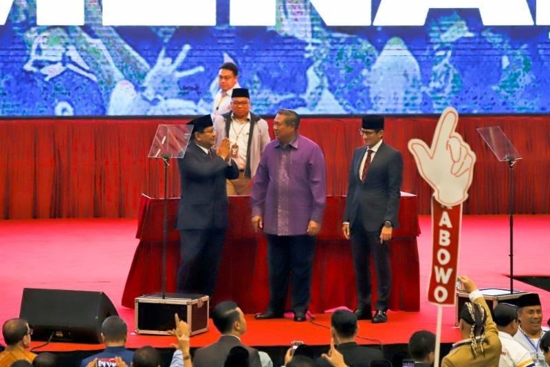 Sedih Banget, SBY Terlihat Dicuekin Prabowo?