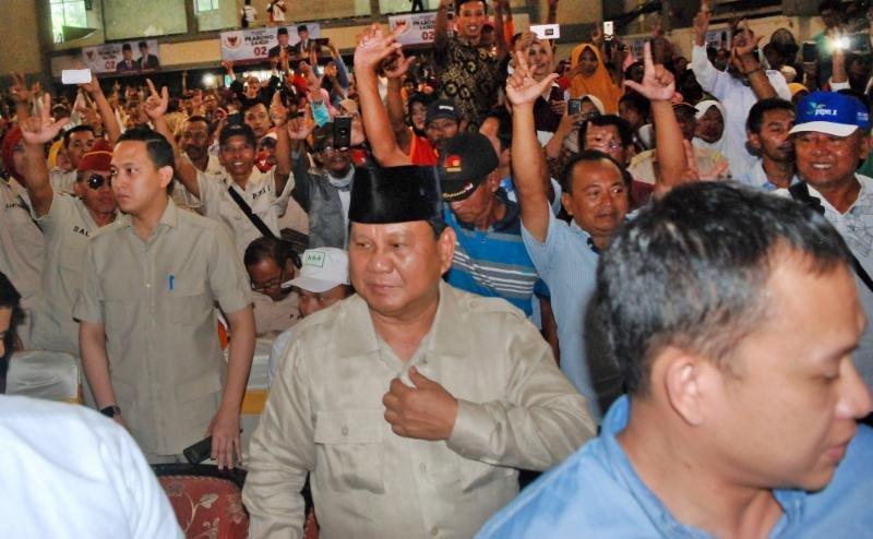 Jika Menang, Prabowo Mau Jemput Rizieq Naik Jet