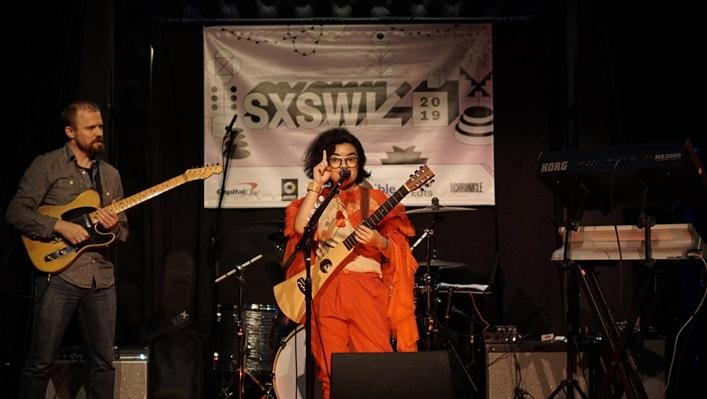 Demi Grammy Award, Dhira Bong Manggung di SXSW