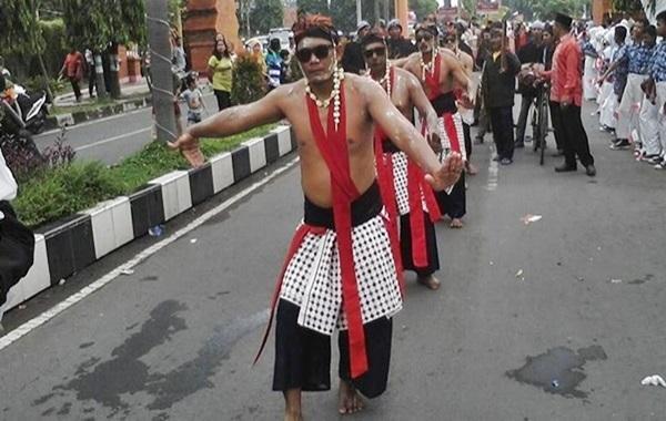 Angklung Bungko dan Tarian Perang dari Cirebon