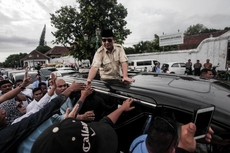 Orang Besar Dukung Prabowo, Kenapa Masih Minta Sumbangan?