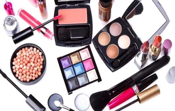 5 Infeksi Akibat Bakteri Dalam Makeup
