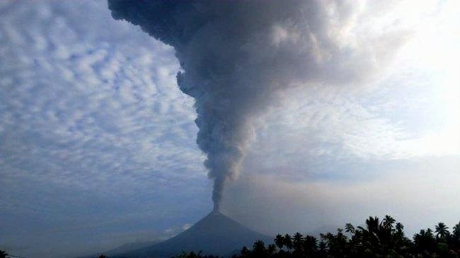 Gunung Soputan Erupsi, Penerbangan Masih Aman