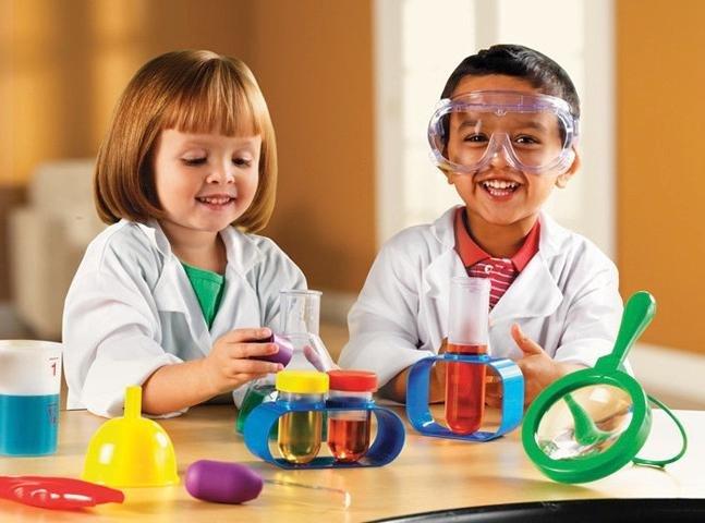Cara Asyik Mengenalkan Dunia Sains Pada Anak