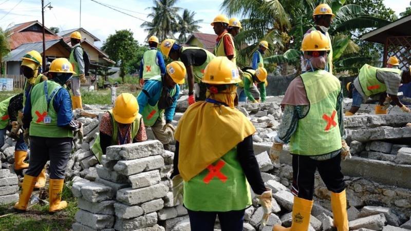 Gotong Royong Korban Bencana Palu