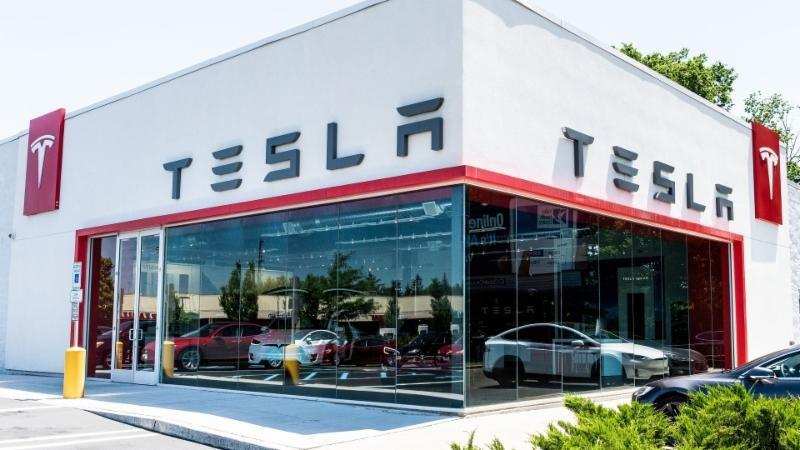 Genjot Produksi Tesla Tutup Toko