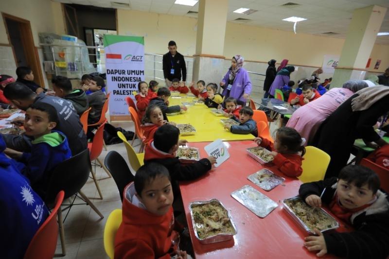 Keceriaan Anak Sindrom Down Gaza Santap Sajian Bergizi